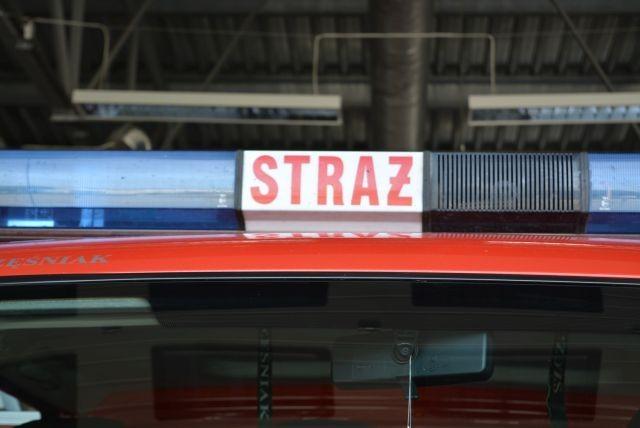 Dwa samochody w rowie, jedna osoba poszkodowana - raport nowodworskich służb mundurowych