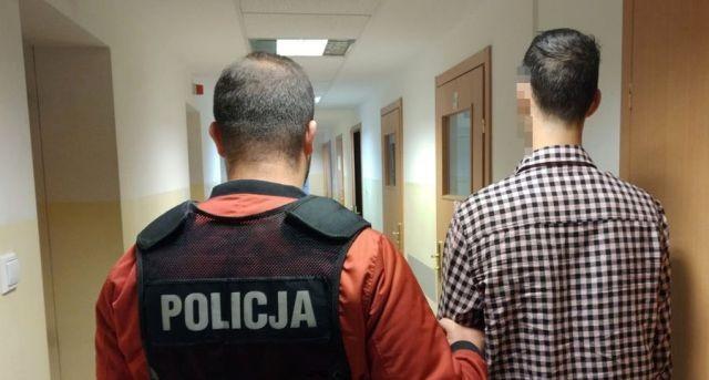 Narkotyki w mieszkaniach i samochodzie. 26-latek i 52-latek w rękach policji.