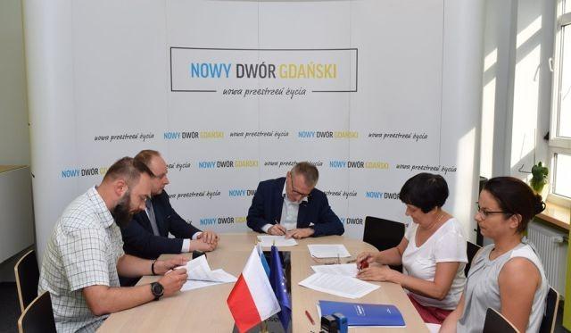 Umowa na utrzymanie terenów zielonych w Gminie Nowy Dwór Gdański podpisana.