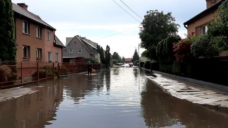 """Kilkadziesiąt domów w Malborku zostało zalanych. - """"Boimy się spać w nocy"""""""