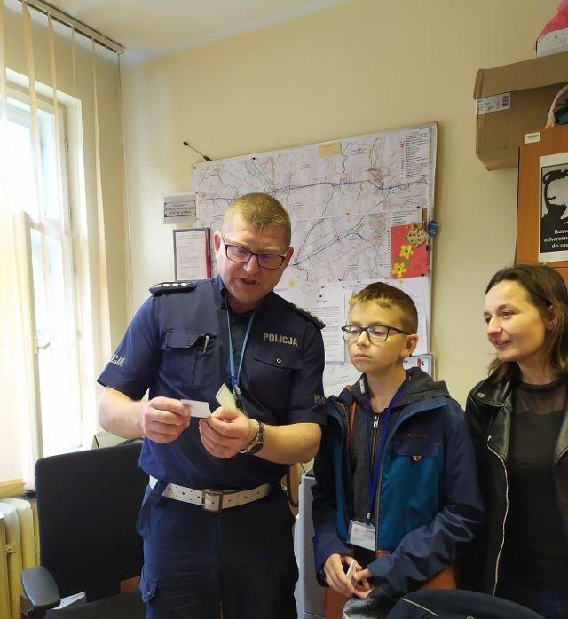 Nowy Dwór Gdański: Uczniowie sprawdzali wiedzę matematyczną policjantów