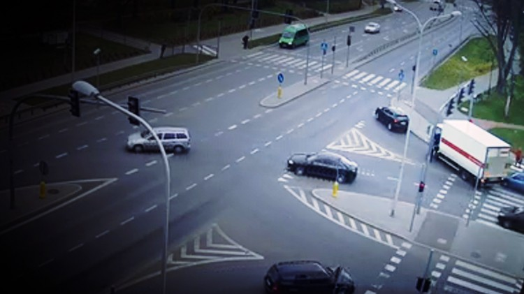 Zobacz nagranie: Obywatelskie zatrzymanie pijanego kierowcy w Malborku.
