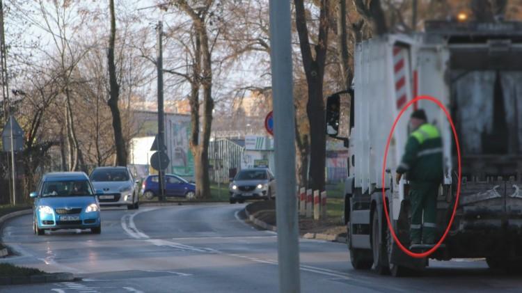 Na tyle śmieciarki po Al. Wojska Polskiego. Waszym zdaniem to bezpieczne?