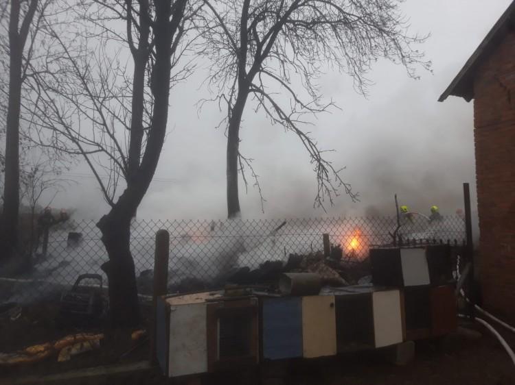 Kilka zastępów straży walczyło z pożarem w Lichnowach.