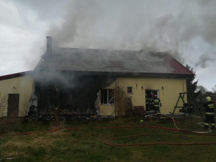 Poszkodowany w pożarze trafił do szpitala – raport nowodworskich służb mundurowych.
