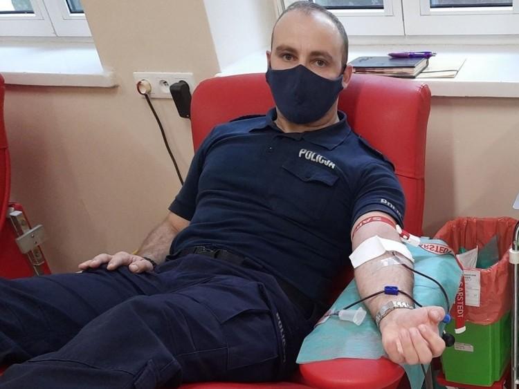 Sztum. Policjant oddał osocze dla chorych na COVID-19.