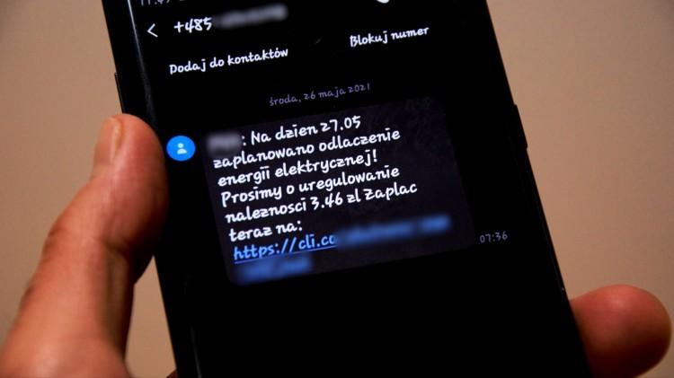 Uwaga na fałszywe SMS-y o niezapłaconym rachunku za prąd. Oszuści podszywają się pod dostawcę energii.