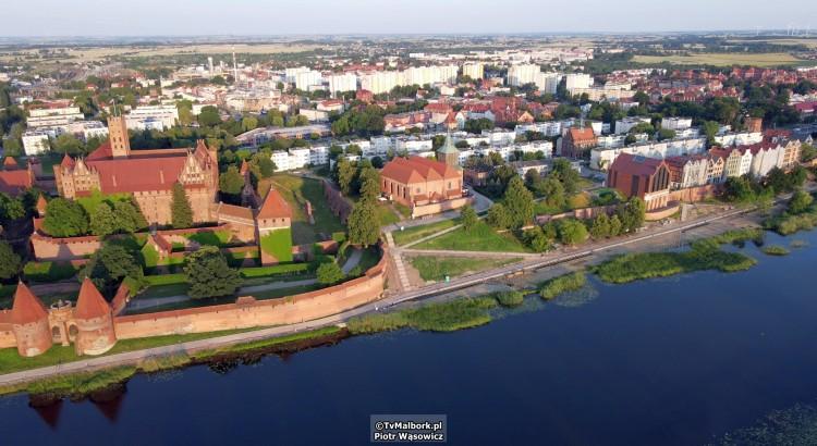 Malbork. Budowa bulwaru i kamienic nad Nogatem. Zobacz najnowsze nagranie z drona - lipiec 2021 [wideo i foto]