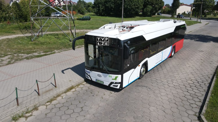 Malbork. Miejski autobus z napisem TVP ŁŻE. MZK komentuje.