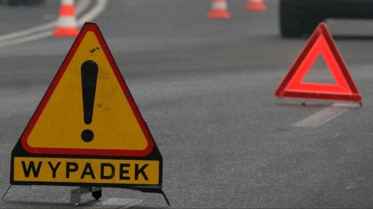Dwie osoby poszkodowane po dachowaniu w Dworkach – raport nowodworskich służb mundurowych.