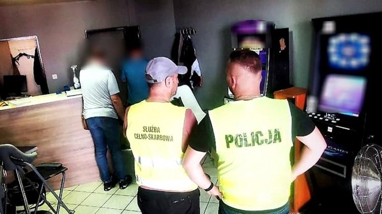 Tczew. Zabezpieczyli nielegalne gry hazardowe i narkotyki.