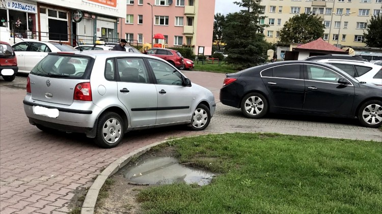 Mistrz (nie tylko) parkowania na Głównej i Sienkiewicza w Malborku.