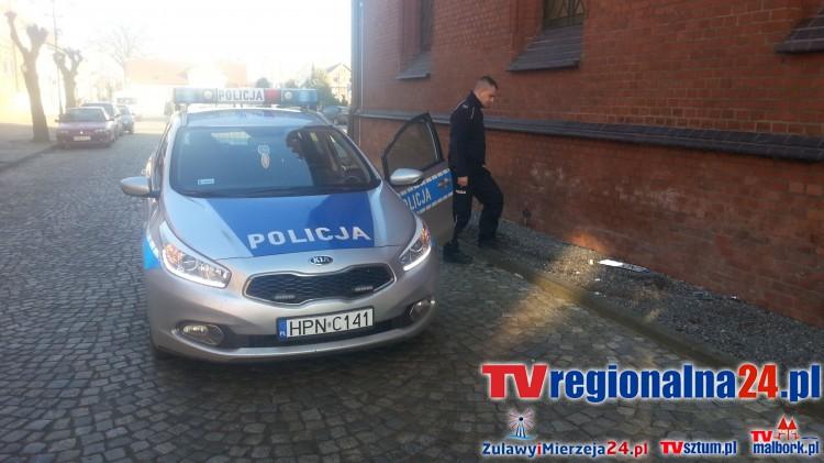 Nowy Staw: Wypadek w centrum. Volkswagen uderzył w Galerię Żuławską. Kierowca uciekł, ale zostawił rejestrację GND. Zobacz nagranie wideo – 27.11.2015