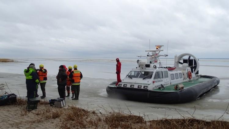 Wędkarze uwięzieni na lodzie, w akcji poduszkowiec Straży Granicznej…