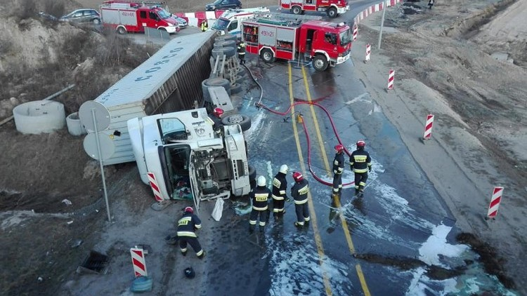 Gmina Nowy Dwór Gd.: Uwaga! Wypadek ciężarówki w Kmiecinie. Utrudnienia…
