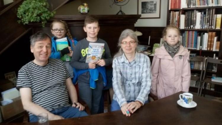Spotkanie uczniów ZSP Drewnica z autorami książki o smoku Lubomile!…