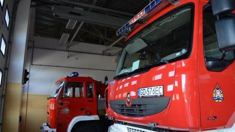 Przewrócone drzewo uszkodziło dach budynku gospodarczego w Solnicy -…
