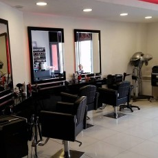 Salon Fryzjersko-Kosmetyczny NOVA TY. Oferujemy strzyżenie damsko-męskie, modelowanie, koloryzacja, hairspa, odsiwianie.